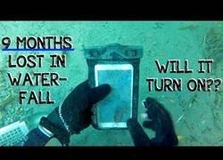 Enlace a Encuentra un iPhone que lleva 9 meses bajo el agua, ¿funcionará?