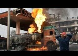 Enlace a La increíble explosión de una gasolinera que grabaron desde varios puntos de vista
