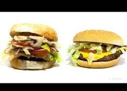 Enlace a Así aguanta el paso del tiempo una hamburguesa casera y una de comida basura