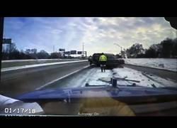 Enlace a Remolcan un coche en plena nevada y lo peor estaba aún por ocurrir