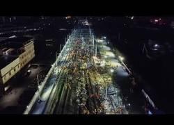 Enlace a 1500 trabajadores chinos construyen una estación de tren en 9 horas