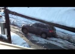 Enlace a Este tío tiene el enfado de su vida justo en un día con nieve