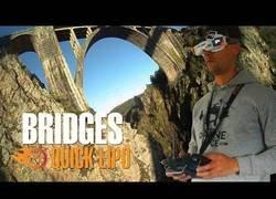 Enlace a Volando drones de manera acrobática por los puentes de Galicia
