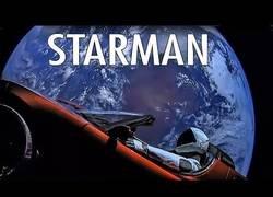 Enlace a Este es el viaje que está haciendo el Tesla de Elon Musk por el espacio en directo