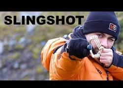 Enlace a Aprende en tiempo récord a disparar con un tirachinas (y con puntería)