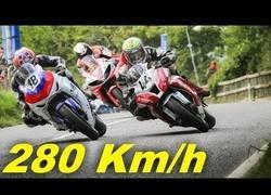 Enlace a La increíble adrenalina que se vive en las carreras por la Isla de Man a 280km/h