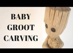 Enlace a El proceso de tallado de un Baby Groot que te enamorará