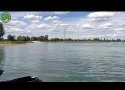Enlace a La increíble potencia de esta moto acuática de Hayabusa
