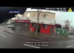 Enlace a Policia dispara y mata a hombre por la espalda