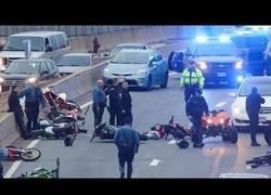 Enlace a La tremenda emboscada que hizo la policía de Boston para moteros que la lían por la calle