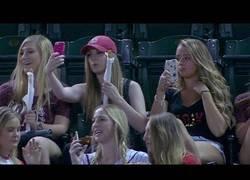 Enlace a El show de ocho mujeres que van a un partido de baseball
