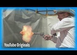 Enlace a Así se ve en cámara slow motion el disparo de un famoso revolver del oeste