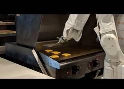 Enlace a El robot que hace las hamburguesas mejor que cualquier humano