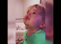 Enlace a El drama máximo de esta niña pequeña al probar por primera vez el wasabi