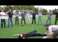 Enlace a Aprendiendo una técnica de levantamiento de personas que no son nada fácil de llevar a cuestas