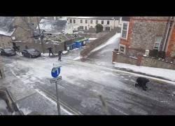 Enlace a El peligro de salir a la calle con el suelo totalmente congelado