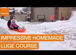 Enlace a Construye un juego en su patio con la nieve