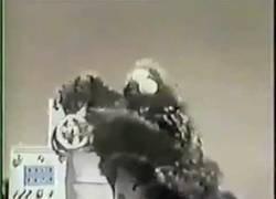 Enlace a Cookie Monster comiendo una computadora IBM hace mucho tiempo