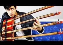 Enlace a Tocando un bajo de cuatro cuerdas... con una cuerda en cada mástil