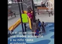 Enlace a Racismo en un parque de niños...el vídeo que le está dando la vuelta al mundo
