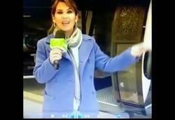 Enlace a El gran problema de esta reportera en un teleférico mientras daba las noticias en directo