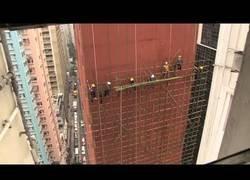 Enlace a En Hong Kong se montan un andamio que alucinas con cañas de bambú