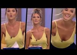 Enlace a Esta presentadora se llama Ramona Olaru y está revolucionando la TV con su belleza... y su forma de vestir