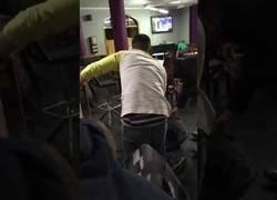 Enlace a Cuando en el bar te da por hacer acrobacias