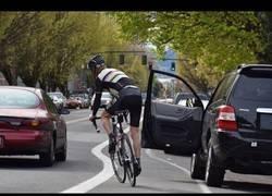 Enlace a El gran peligro de las bicicletas son los coches