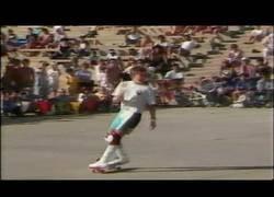 Enlace a El increíble show de Rodney Mullen en un certamen de monopatín en 1986