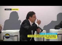 Enlace a Ambientalista humilla a un pro-petróleo