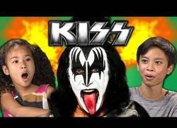 Enlace a Niños reaccionando a la música de Kiss