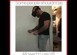 Enlace a Esto ocurre cuando te dan libertad para jugar con la realidad virtual