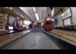 Enlace a Un viaje en tren a escala a bordo grabado desde una GoPro