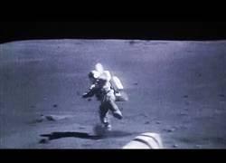 Enlace a Revelan un vídeo en el que se ven astronautas cayendo sobre la superficie de la Luna