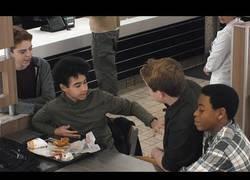 Enlace a El poderoso mensaje de Burger King para concienciar a la gente contra el bullying