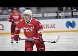 Enlace a Los cinco goles de Putin en un partido de hockey en una liga amateur