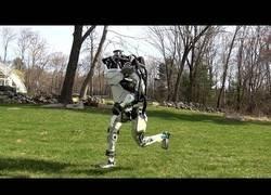 Enlace a Boston Dynamics vuelve a sorprender sacando uno de sus robots haciendo footing