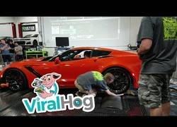Enlace a Estaba limpiando las ruedas del ZR1 Corvette hasta que algo se descontroló por completo