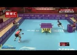 Enlace a Cuando se enfrentaron Xu Xin vs Zhu Linfeng y protagonizaron uno de los mejores puntos del ping pong jamás vistos