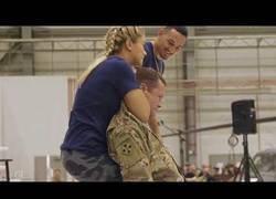 Enlace a Ella es VanZant, estrella de la UFC y deja inconsciente a un militar de los Estados Unidos