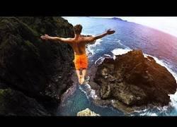 Enlace a La increíble aventura por Hawaii dando saltos por toda la isla
