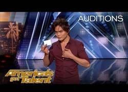 Enlace a Se llama Shin Lim, fue a America's Got Talent y con su truco de magia te hará explotar la cabeza