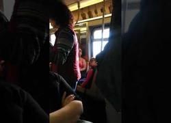 Enlace a La tremenda pelea que se formó en el interior del metro de Nueva York