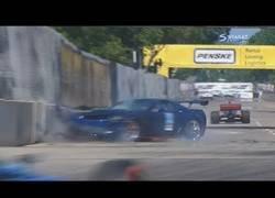 Enlace a Lo nunca visto: el Pace Car se la mete contra las vallas del circuito en la IndyCar y los comisarios no saben qué hacer