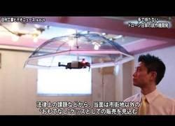 Enlace a Inventan en Japón un paraguas sin mango que sigue a su dueño y te deja sordo