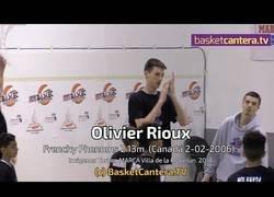 Enlace a Se llama Olivier Rioux, tiene 12 años, mide 2.13 y no tiene rival en su liga de baloncesto