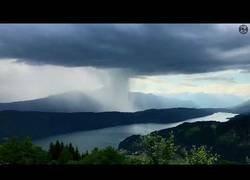 Enlace a La brutal tormenta de agua que se descargó en pocos minutos sobre este lago