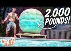 Enlace a Creando una esfera en forma de bomba con el tamaño suficiente como para teñir toda una piscina