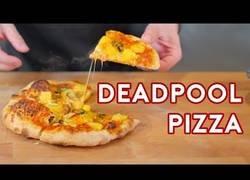 Enlace a Esta es la forma de hacer la deliciosa pizza que hemos podido ver en Deadpool